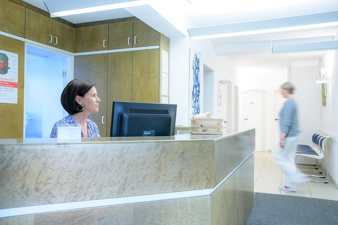Orthopaede-Konservative-Therapie-Koeln-Stettner-Empfang-b